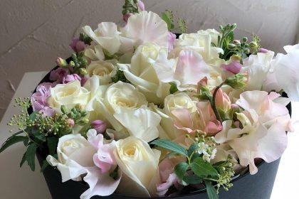 白バラ アレンジ ピンク お悔やみの花