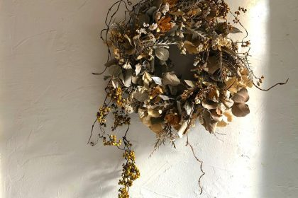 ヘクソカズラ ドライフラワー リース アレンジ 編む 秋 デザイン 花のある暮らし