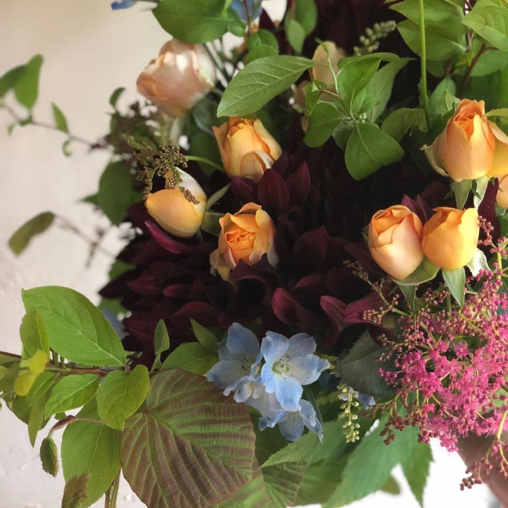 誕生日 贈る 花束 黒蝶ダリア グリーン 季節 バラ グリーン フラワーアレンジ